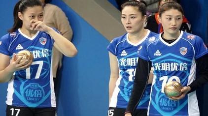 女排决赛赛程再调整引争议!曾春蕾金软景领衔上海决战李盈莹