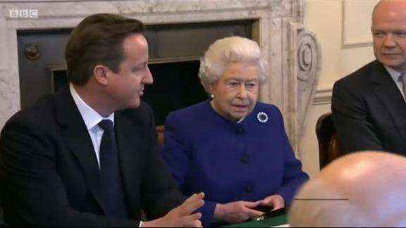 卡梅伦自曝曾求女王干预公投,王室不满