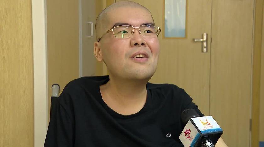 江苏苏州:36岁的他从全身瘫痪成了知名作家