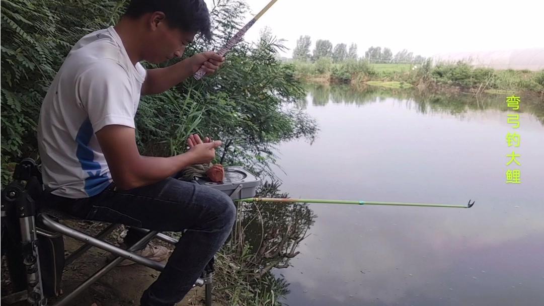 野钓:小伙在这钓鱼,没想到还有意外收获,听说要一百元一斤