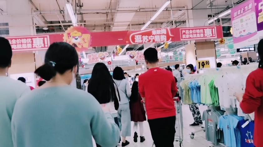 实拍2020年5月1号江苏南通海门市大超市恢复客流量,人真多啊!