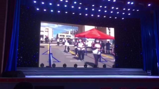 三妮原创歌曲勇敢向前舞台演出现场