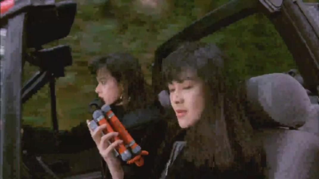 电影:关之琳汽车底下放炸弹
