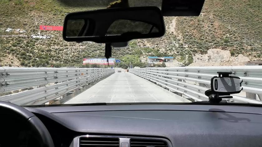 过了金沙江就进了西藏,318芒康路段70公里你们最想看的路况!
