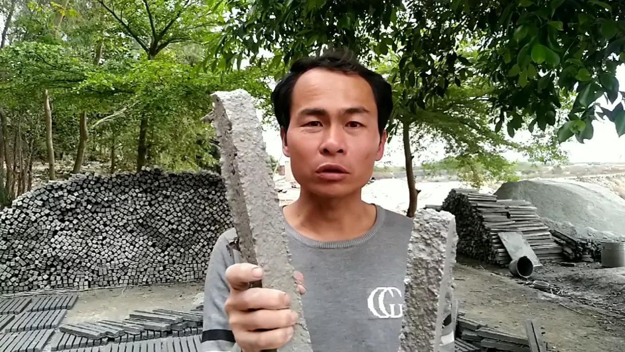 育蚝苗依靠水泥柱培育,看看怎说