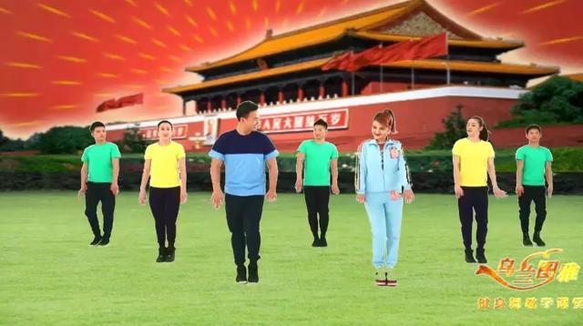 乌兰图雅的这首《站在草原望北京》好听,易学,健康舞起来。