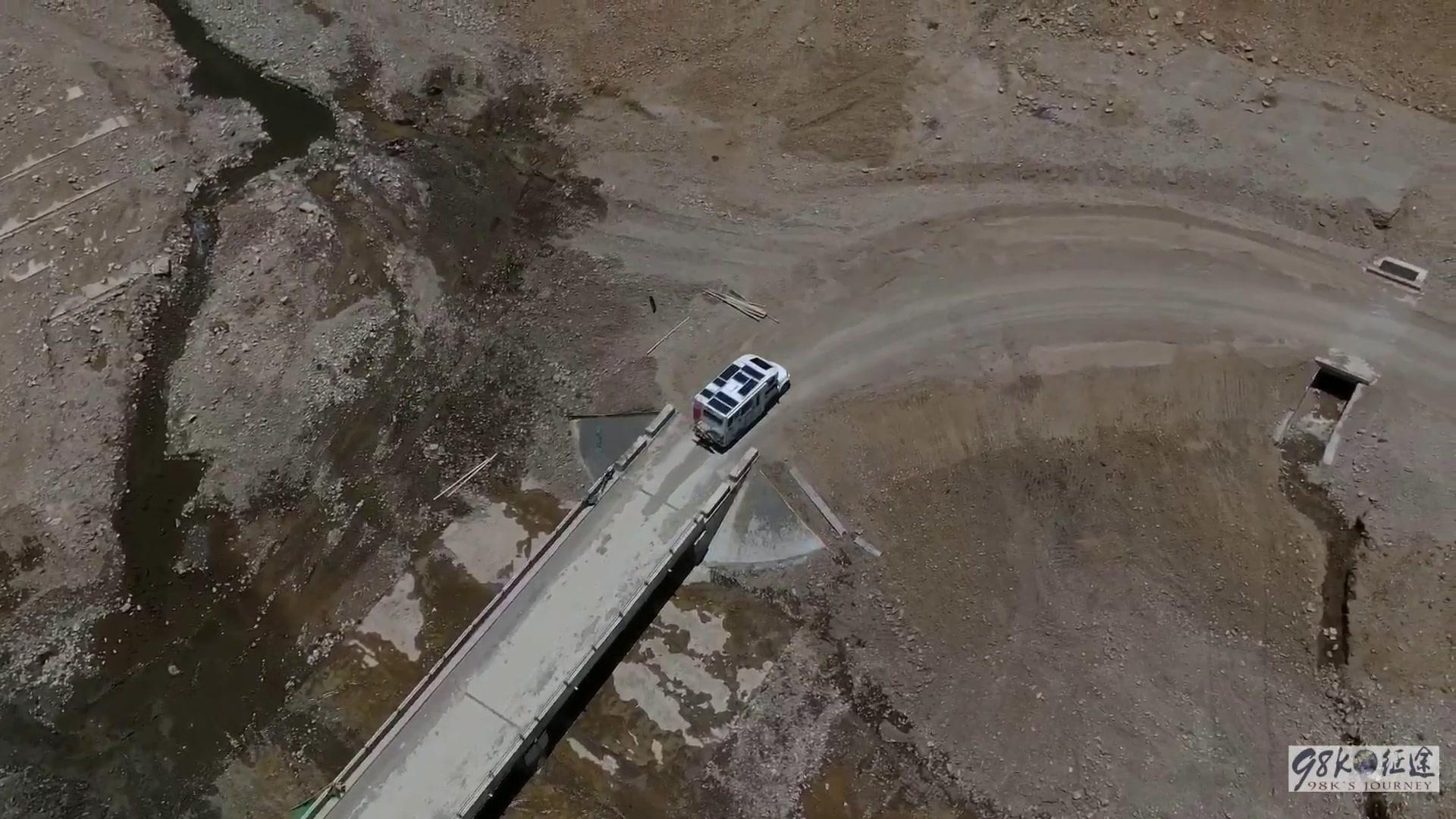房车自驾游西藏,误入荒野,没信号导航失灵,找到电线杆子开出来
