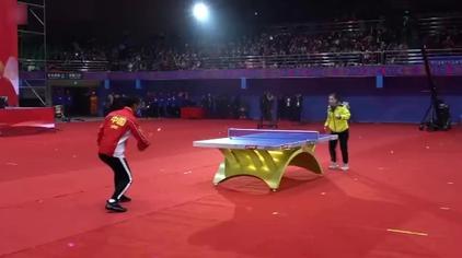 乒乓球:张继科对打刘诗雯 跳球桌跨栏